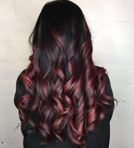 آخر صيحة الشعر الأحمر النبيذي Ellearabia