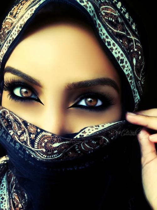 كيف تختارين ظلال العيون حسب لون عينيك وشعرك؟
