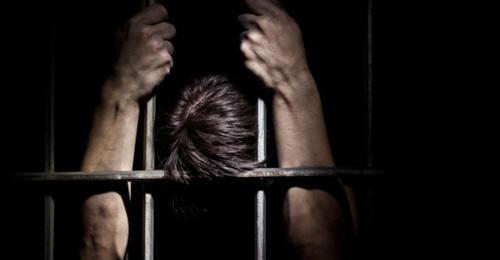 زوجي دخل السجن، من اجلنا!
