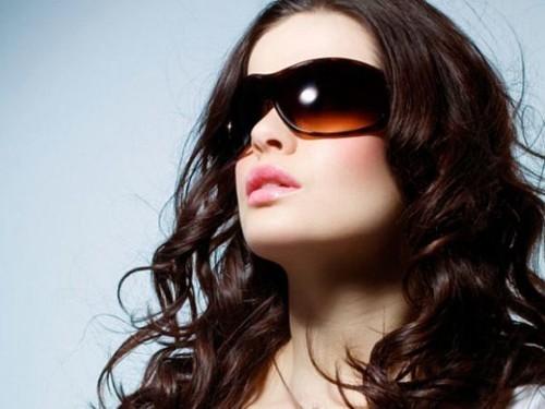 094880669 كيف تختارين النظارات الشمسية المناسبة للون بشرتك؟ | ElleArabia