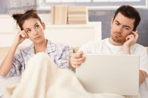 نصائح لتمنعي زوجك من إحضار مكتبه إلى المنزل!