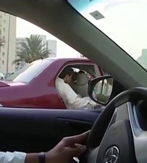 ركاب مهربون بإرادتهم في الإمارات!