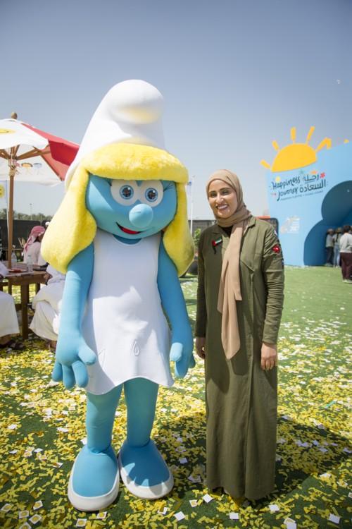 بحضور وزيرة الدولة للسعادة فريق عمل السنافر يصل إلى دولة الإمارات!