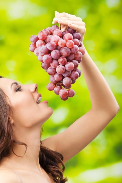 تناولي العنب للوقاية من الزهايمز