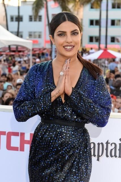 الهندية بريانكا شوبرا بخاتم ماسي فاخر!