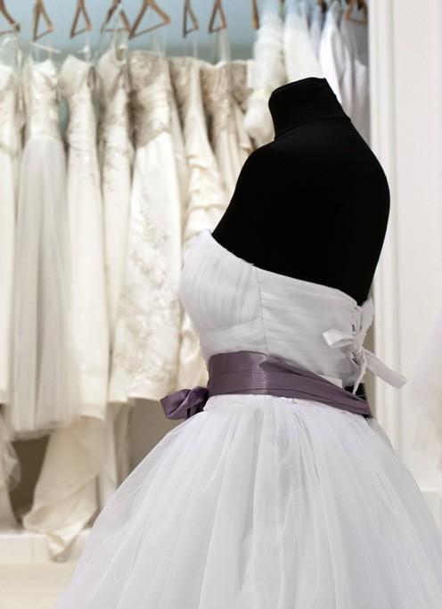Champion Cleaners أحدث تقنيات التنظيف الجاف لفساتين الزفاف