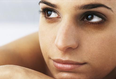 7 طرق طبيعية للتخلص من الهالات السوداء