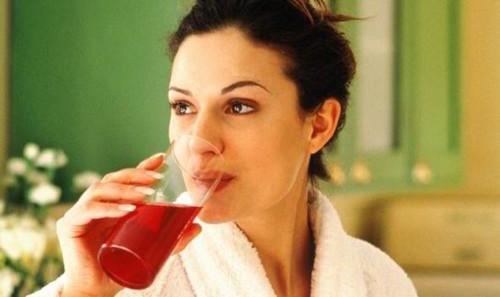 تخلّصي من الدهون المتراكمة مع عصير الكرز
