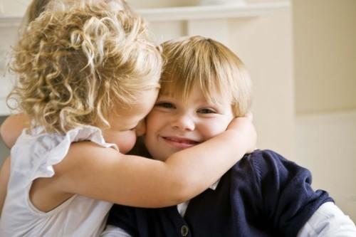 4 فوائد صحّية للتقبيل