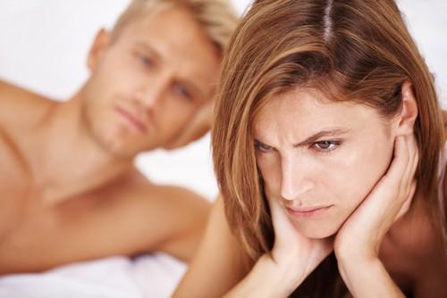 ما سبب صعوبة وصول المرأة إلى النشوة؟