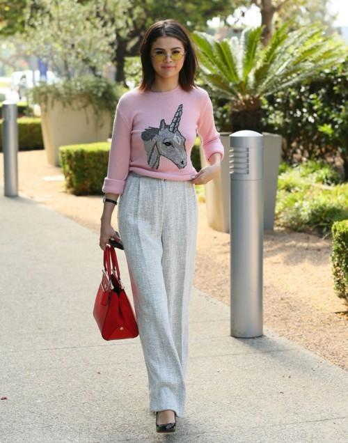 سيلينا غوميز من عاشقات اللون الوردي!