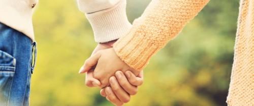 8 فوائد لعقد اليدين قد لا تدركينها