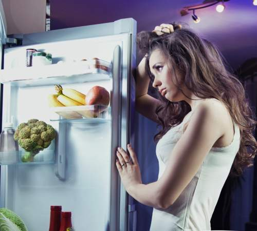 5 طرق فعالة للتخلص من رغبتك في تناول الطعام ليلاً