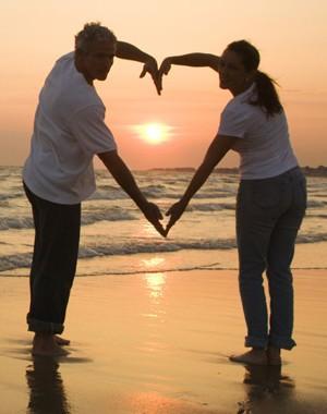 12 طريقة تسعد بها قلب زوجتك