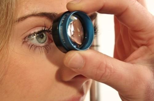 الماء الزرقاء: ما هي وما أثرها على العين؟