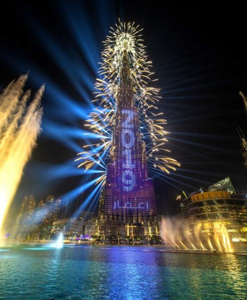 الإمارات تستقطب أنظار العالم مع احتفالات العام الجديد