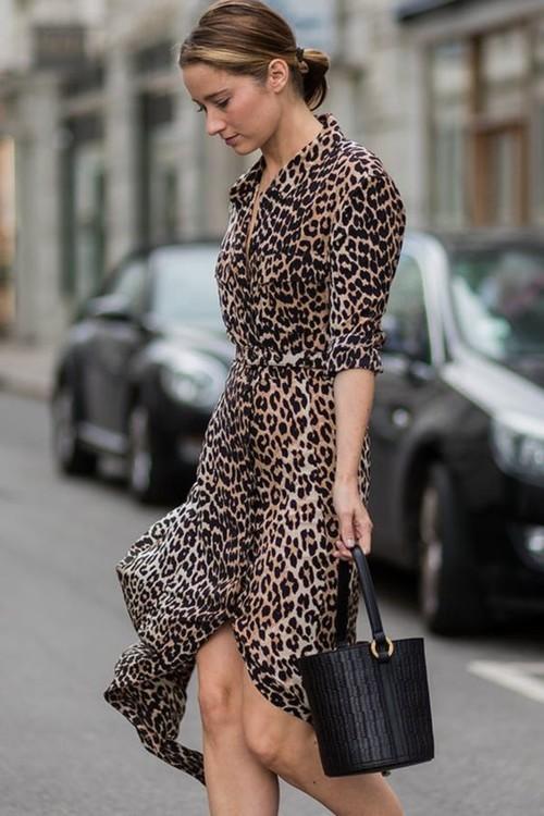 لربيع 2019: طرق عصرية لتنسيق الفستان بنقشة النمر