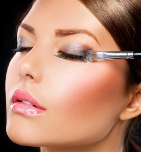 5 حيل لتطبيق ظلال العيون كالمحترفات