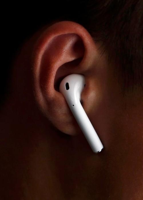 هل تسبب سماعات آبل الجديدة السرطان؟