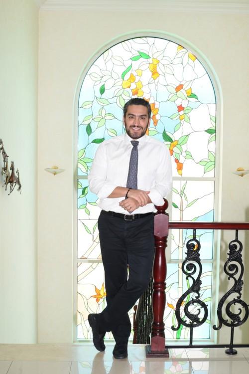 """الدكتور حسن كلداري: """"أحب طب الجلد وأهوى الطب التجميلي"""""""