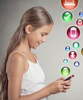مخاطر نشر صور الأطفال على شبكات التواصل الاجتماعي
