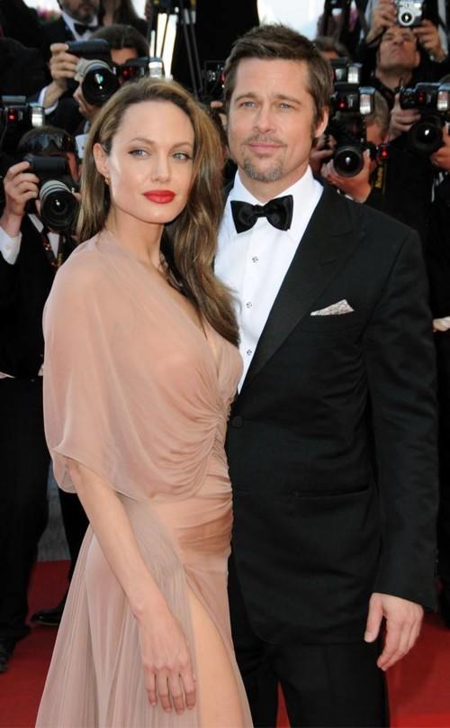 وأخيراً براد بيت وأنجلينا جولي عازبان