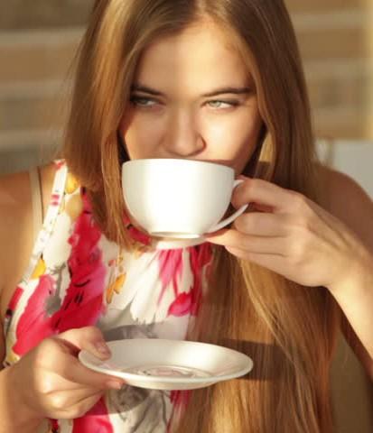 ماذا سيحصل لبشرتك إن أوقفتِ شرب القهوة؟