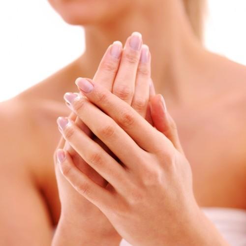 طريقة طبيعية سهلة لتقشير اليدين