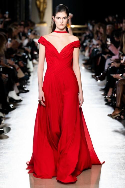الفساتين الحمراء موضة هذا الصيف