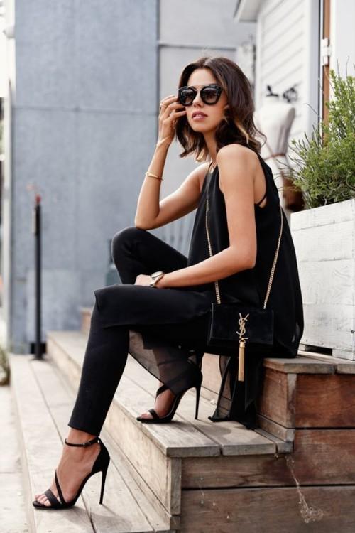 طرق عصرية لارتداء الجينز الأسود للصيف