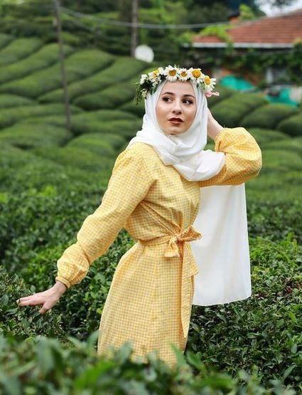 ملابس محجبات في عيد الأضحى باللون الأصفر المشعّ