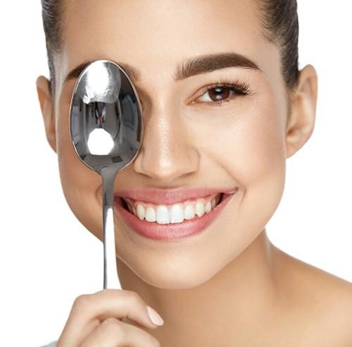 4 طرق طبيعية تخلّصك من الإنتفاخ تحت العين