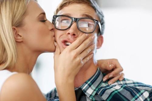 9 حقائق علمية لفوائد التقبيل