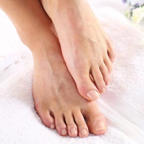 5 حيل تمنع تعرّق القدمين