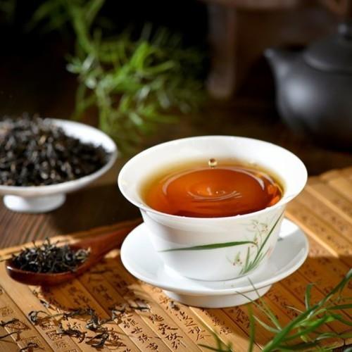 سبراي الشاي الأسود لشعر فائق النعومة واللمعان