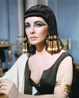 """علماء يعيدون تركيب """"عطر"""" ملكة مصر كليوباترا"""