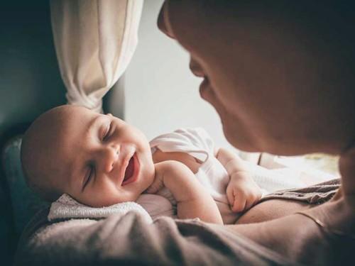 5 فوائد لإنجاب الأطفال في سن متأخّر