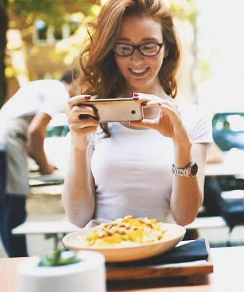 """""""وسائل التواصل الاجتماعي"""" تساعد في انتشار اضطراب غذائي شائع"""