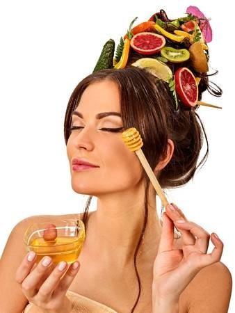 3 أقنعة بالعسل تمنحك بشرة مشرقة