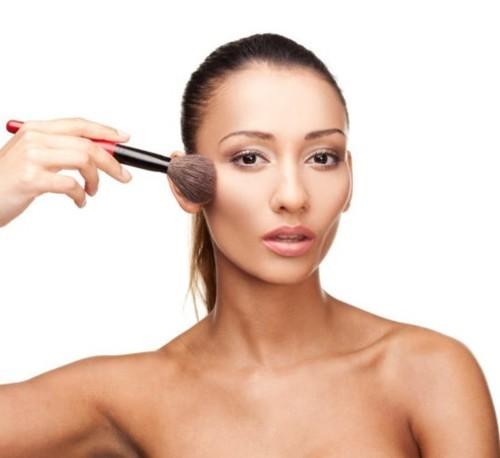 5 حيل لتنحيف الوجه بالمكياج