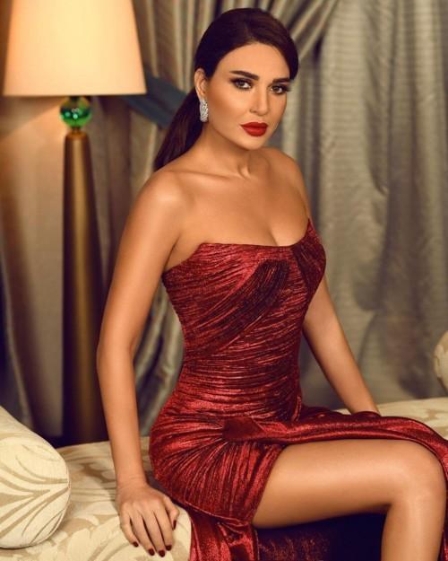 إطلالات النجمات العرب بالفستان الأحمر، من الأجمل؟