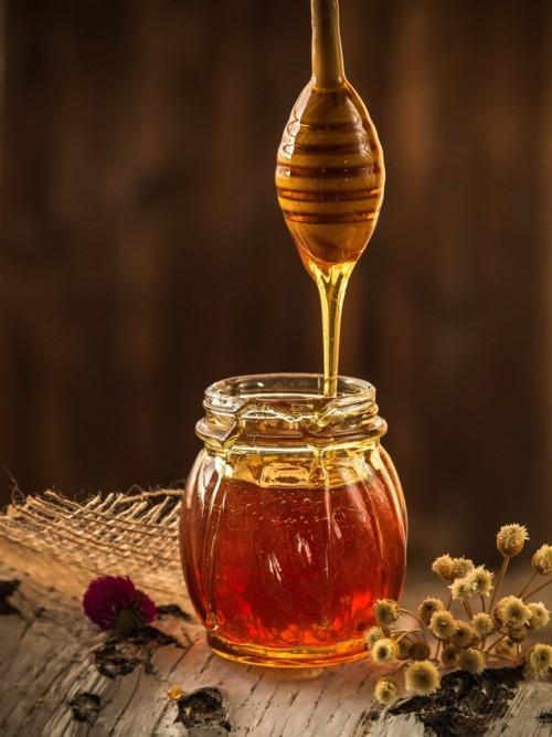 استعملي العسل لبشرة متوهجة