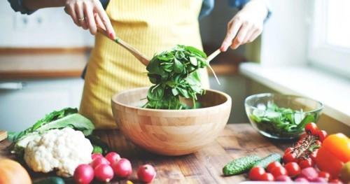 5 أطعمة الغنية بالإستروجين مفيدة لانقطاع الطمث
