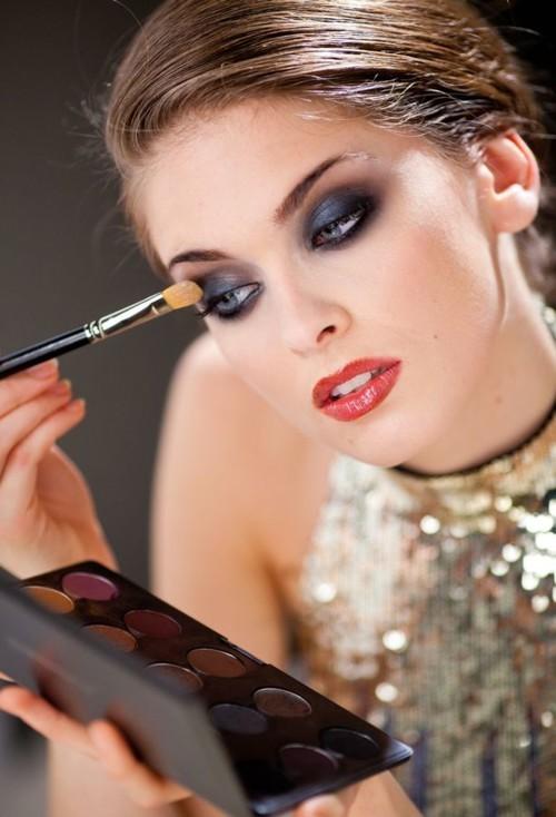 8 قواعد ذهبية لتطبيق ظلال العيون