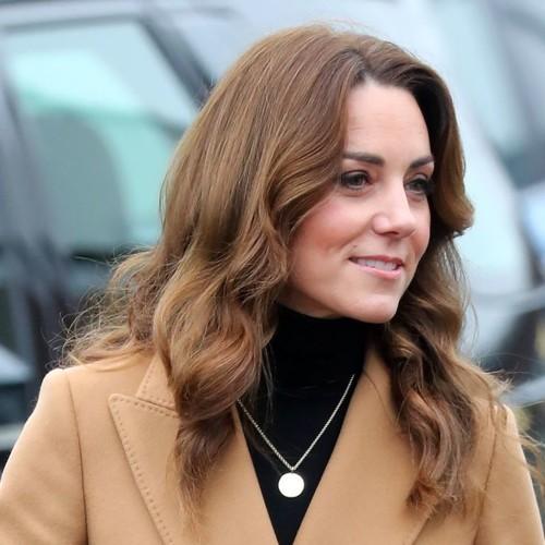 كيت ميدلتون تثير الإعجاب بمعطفها الكاميل