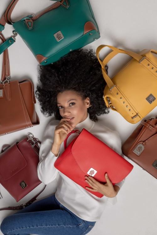 أجمل 5 حقائب ملونة لربيع وصيف 2020