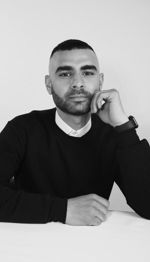 يوسف أكبر: مصمّم واعد في صناعة الموضة العالمية