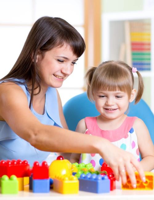 10 أفكار لتلسية الأطفال في المنزل