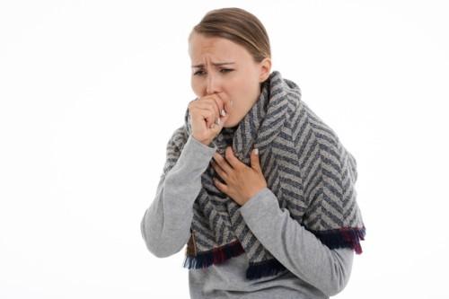هل يداوي الكركم التهاب الحلق؟