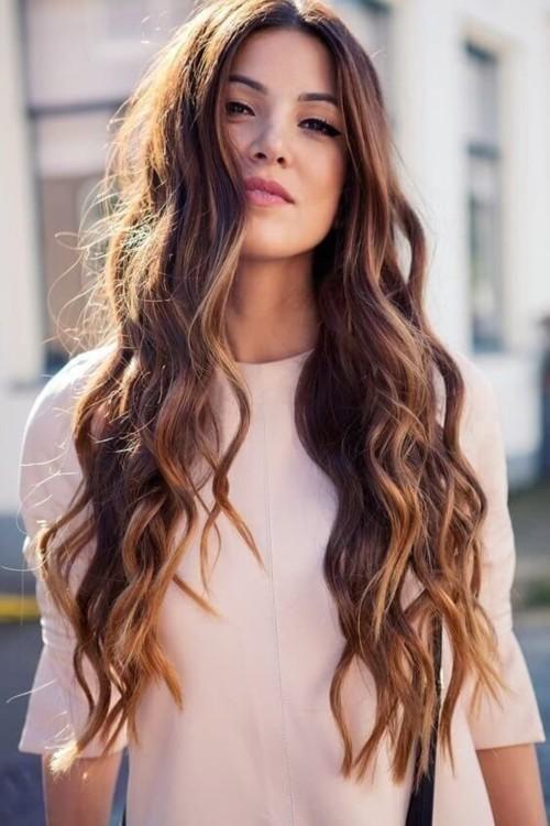 7 تسريحات ذكية لإخفاء تزييت الشعر